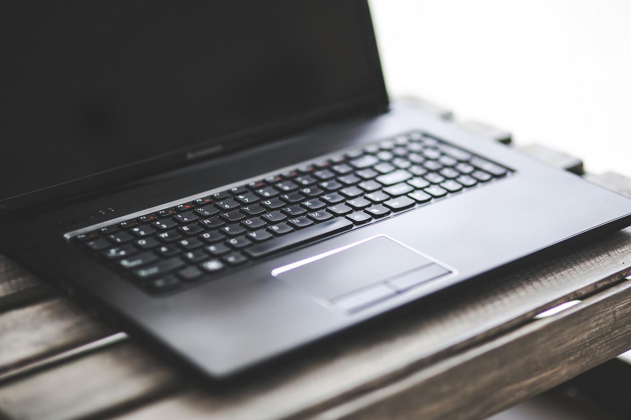 Fujitsu LifeBook U758 nie został stworzony z myślą tylko o jednej grupie użytkowników laptopów